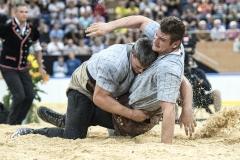 Im Schlussgang gewinnt Samuel Giger gegen Armon Orlik (Foto: W. Schaerer)