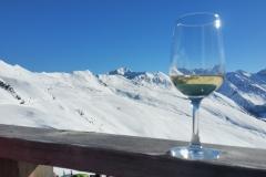 Berge, Schnee und Wein